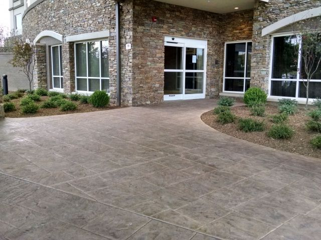 Marriott Courtyard Hotel Guest Terrace - Bomanite Imprint Systems - English Sidewalk Slate
