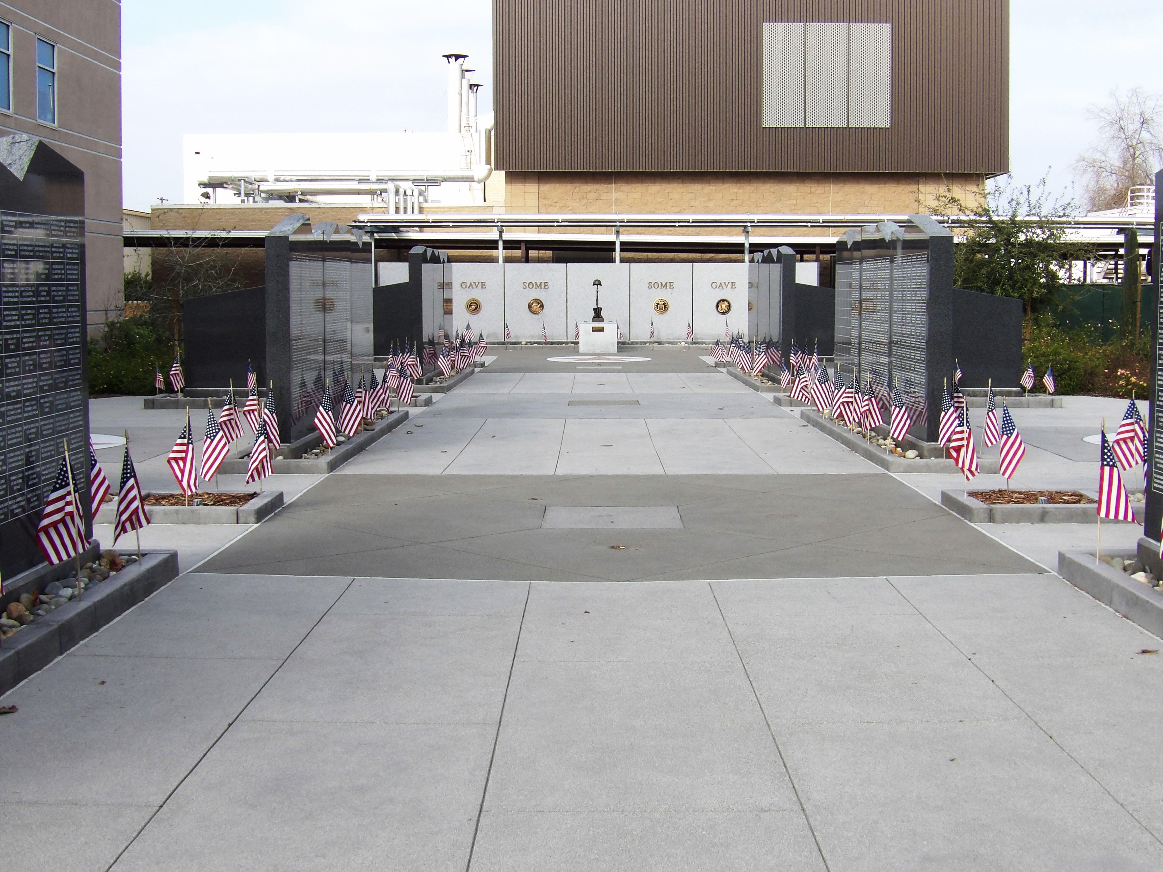Veterans Walk of Honor - Bomanite Exposed Aggregate Sandscape Texture